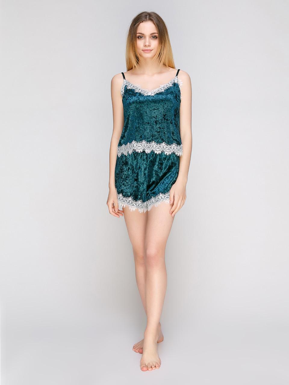 Комплект майка шорты Serenade из мраморного велюра изумрудный с шампаневым кружевом