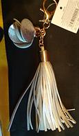Брелок на сумку аксессуар хвост цвет-серебро с цветком на карабине