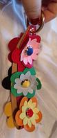 Брелок на сумку аксессуар на кольце 6 цветков разноцветных