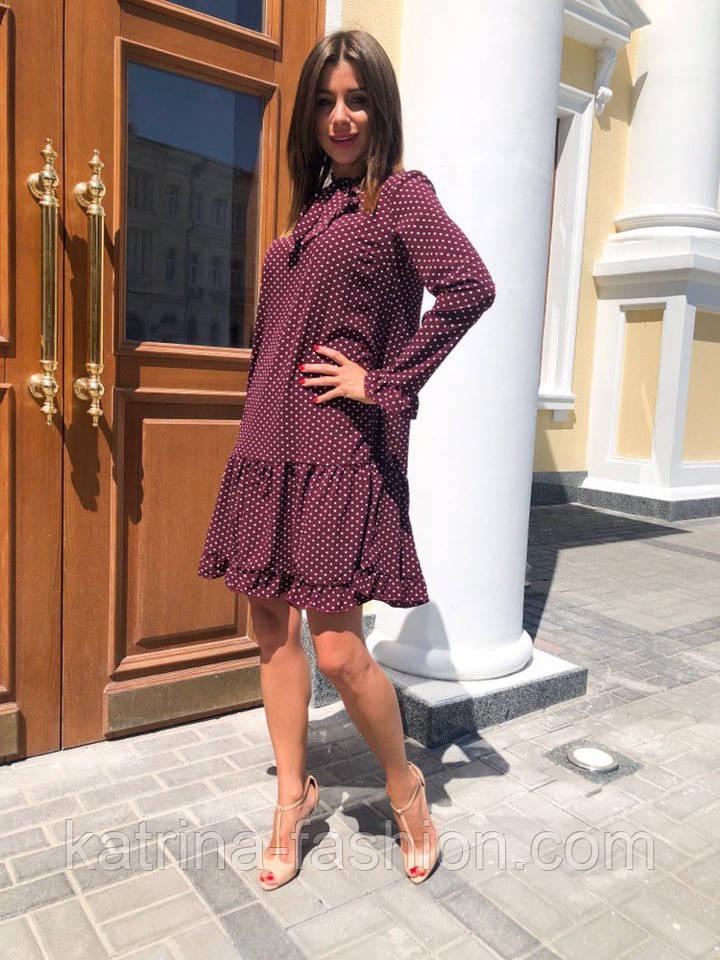 Женское стильное платье с рюшами в горошек
