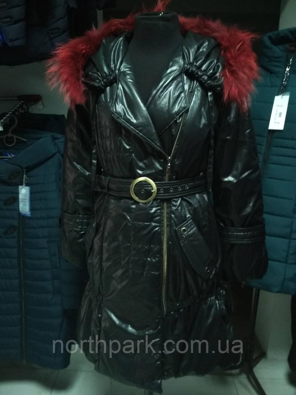 Осенне-зимнее пальто с бордовым мехом