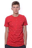 Яркая и прикольная летняя мужская футболка с круглым вырезом и мелким принтом. Цвет красный. Бренд JAZZ.