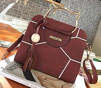Элегантная женская сумка с оригинальными ручками и брелком