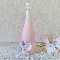 Свадебное шампанское декорированное  с монограммой и цветами