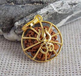 Кулон золотистый с рудракшей Трезубец Шивы
