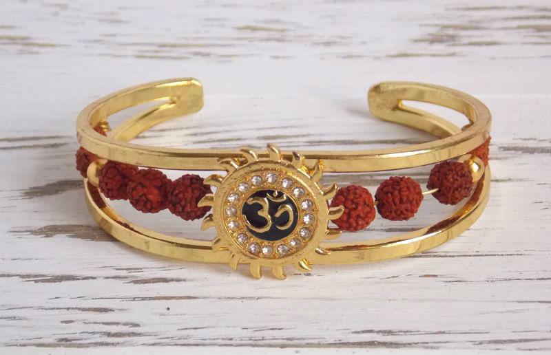 Браслет индийский под золото Солнце с символом Ом и рудракшей