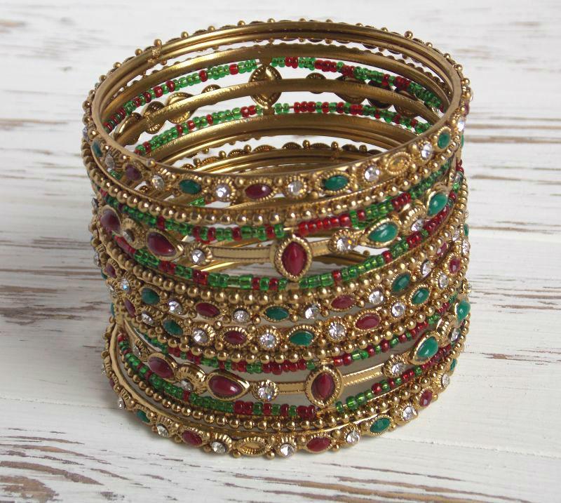 Комплект этнических индийских браслетов  с бисером и камнями