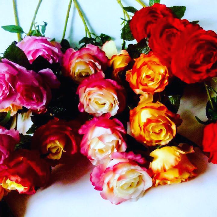 Искусственная ветка розы.