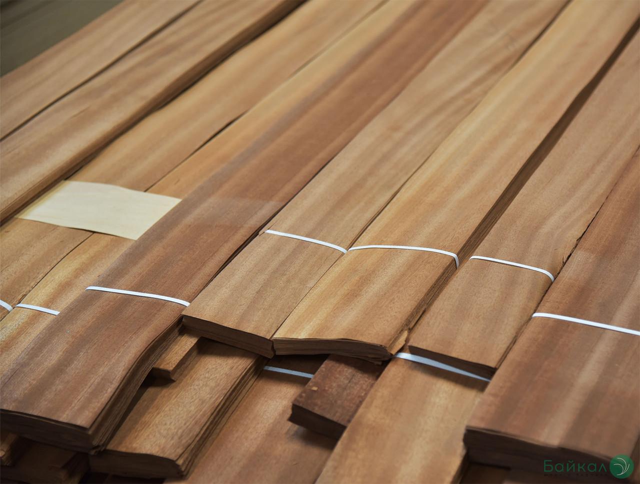 Шпон Сапели - 0,6 мм сорт I - длина от 1 м до 2 м/ ширина от 10 см+ (строганный)