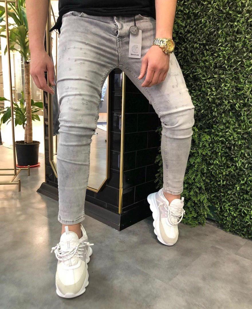 Чоловічі весняні джинси рвані світлі. Живе фото