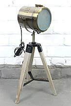 Підлоговий світильник прожектор торшер в стилі лофт на низькій деревяною тринозі Модель 14