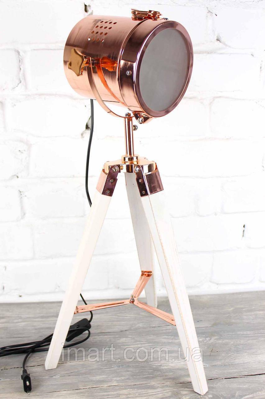 Светильник напольный лофт прожектор на низкой деревяной треноге Модель 7
