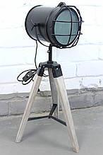 Підлоговий світильник прожектор торшер в стилі лофт на деревяною низькою тринозі Модель 15