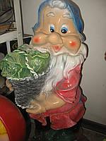 Садовая фигурка Гном с капустой 75 см