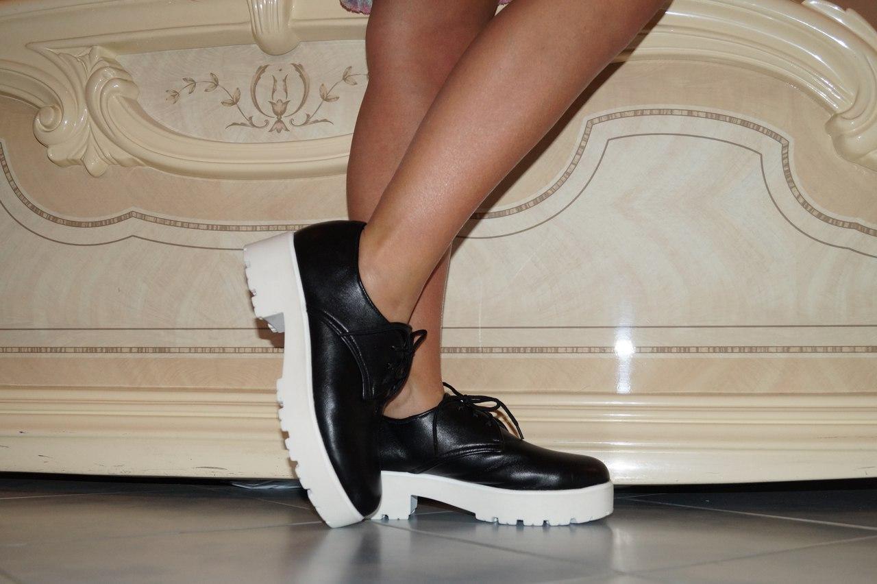 Туфли женские со шнурками кожаные. Подошва: черная и белая. Разные расцветки. Размеры: 36-42, код 4609О