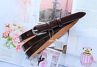 Женский узкий ремень коричневый лаковый