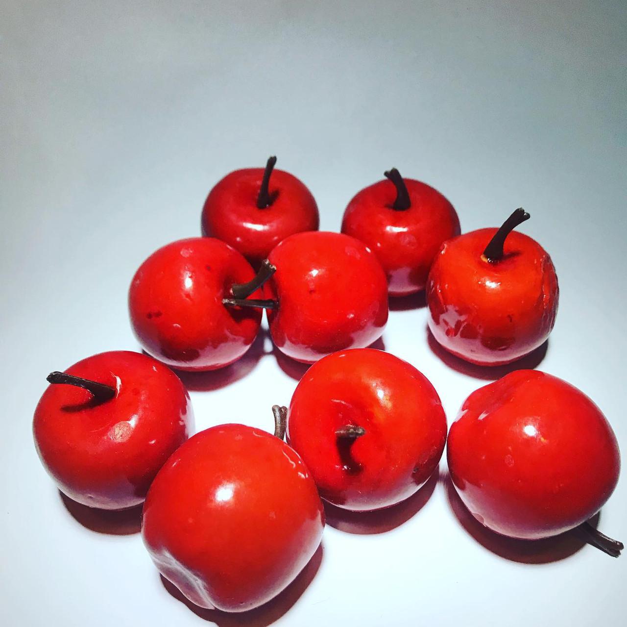 Искусственное яблоко.Муляж красного яблока.