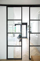 Подвесные раздвижные двери с прозрачным стеклом в черном профиле