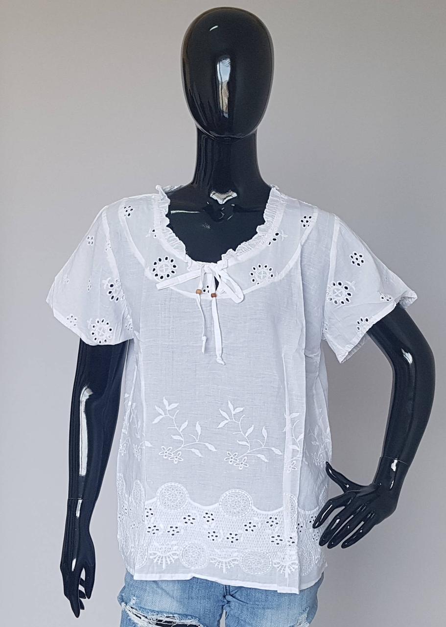 Летняя женская блузка из натуральной ткани белого цвета