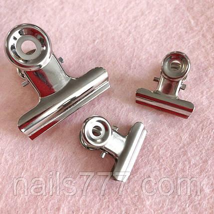 Прищепка для зажима ногтей металлическая маленькая, фото 2