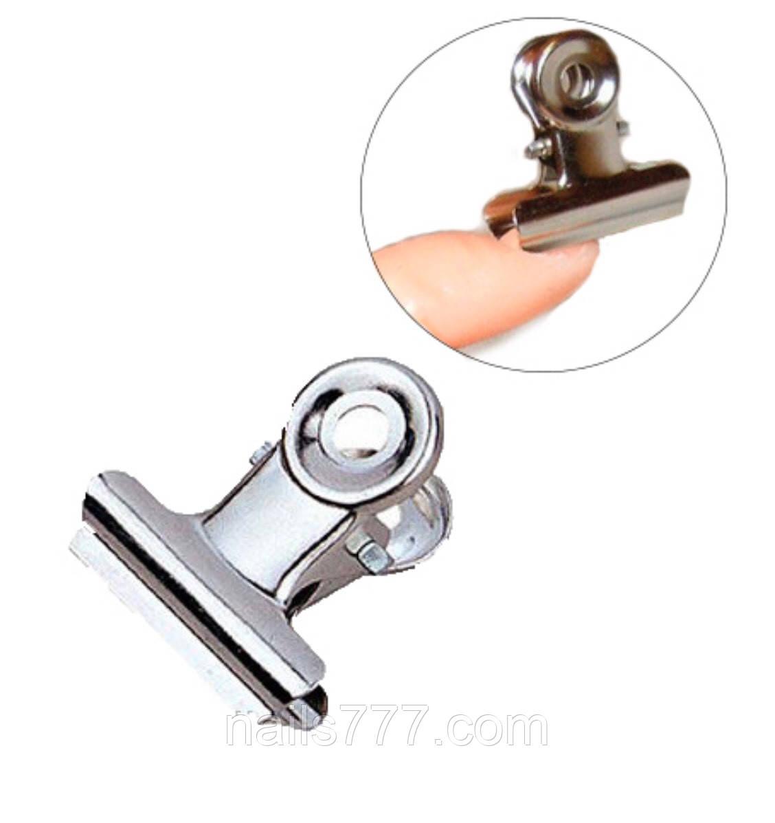 Прищепка для зажима ногтей металлическая маленькая