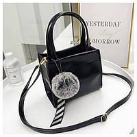 Маленькая женская сумка JingPin с помпоном квадратная черная, фото 1