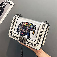 Маленькая женская сумка JingPin с вышивкой Elephant на цепочке белая, фото 1