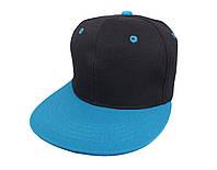 Черная кепка с голубым козырьком