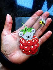 Термо наклейка, трансфер, наклейка на одежду Мишка малинка 8,5х5 см, фото 2