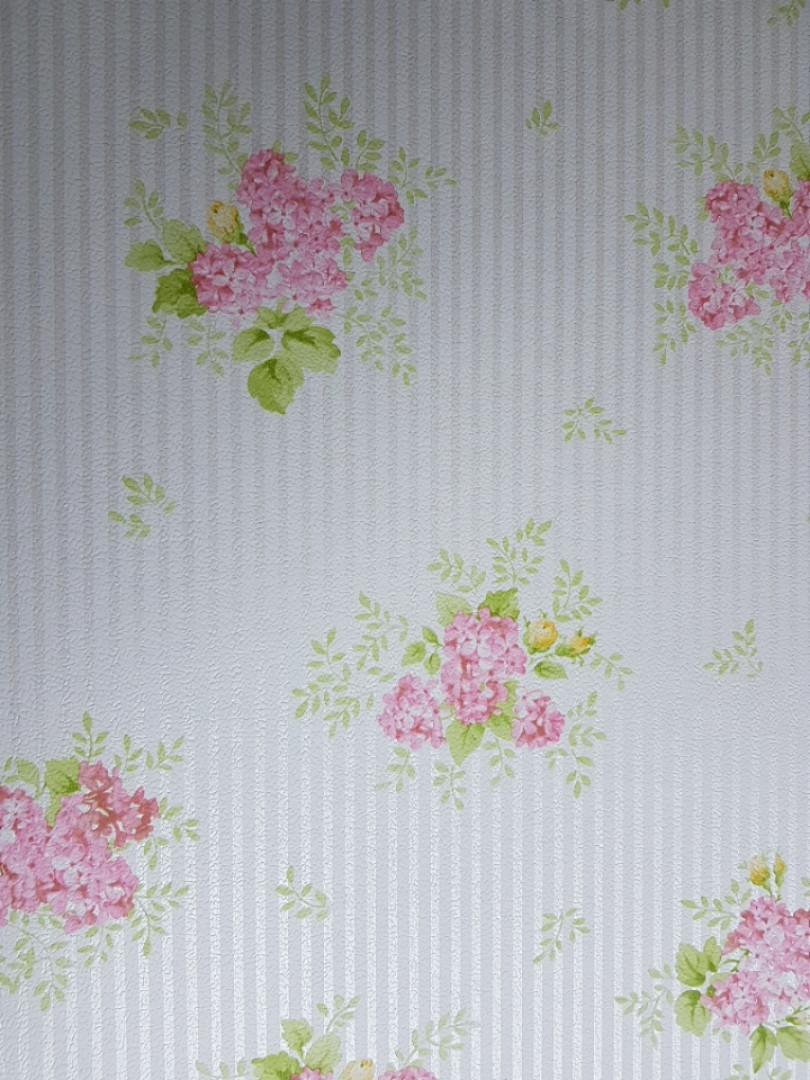Обои виниловые на флизелине Petite Fleur 4 Rasch Texti 289182 цветы сирень на белом фоне с полосами серебром