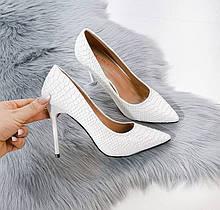 Женские туфли лодочки на каблуке питон