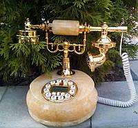 Телефон в ретро - стиле,из натурального камня- медовый оникс,рабочий.Тайвань