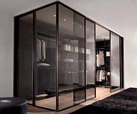 Стеклянная перегородка в гардеробную комнату