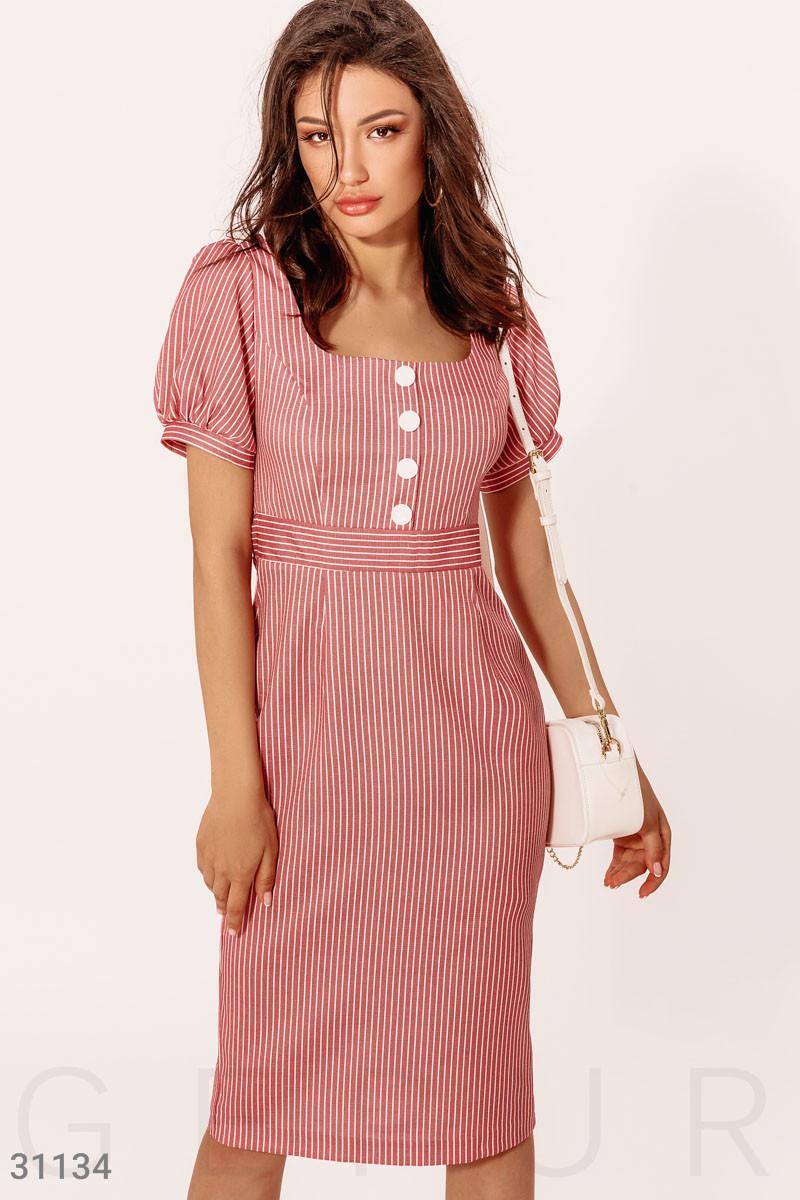 Летнее платье-миди в полоску с короткими рукавами красное