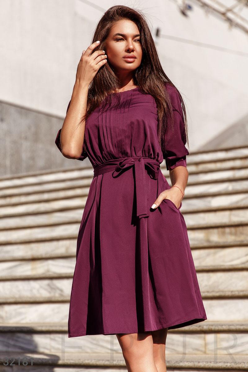 Классическое платье миди с поясом бордовое