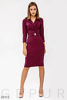 Приталенное платье длины миди в деловом стиле бордовое