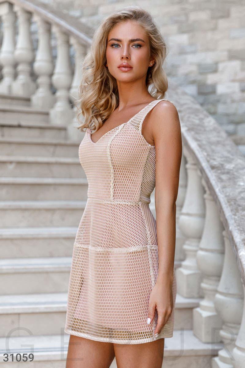 Коротке плаття з великою сіткою бежеве
