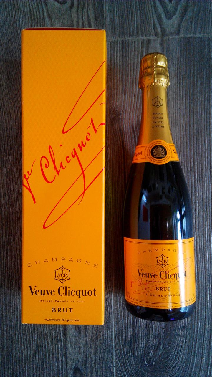 Французское шампанское Вдова Клико Брют 0,75