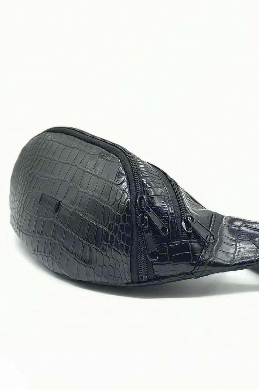 Черная поясная сумка бананка овальной формы из кожзама под крокодила