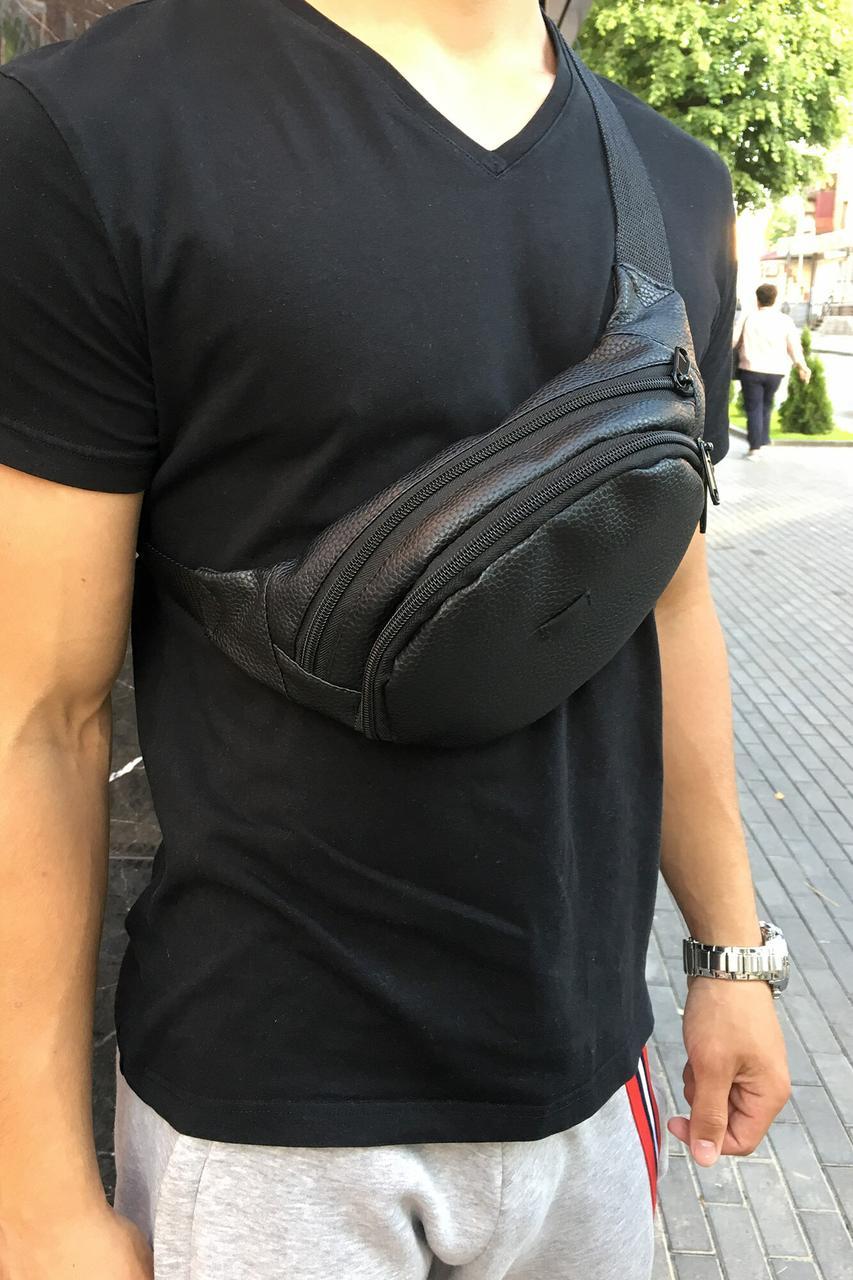 Черная поясная сумка бананка овальной формы из фактурного кожзама