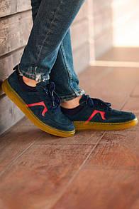 Замшевые кроссовки синего цвета
