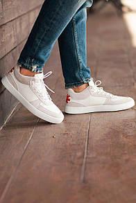 Белые кроссовки из натуральной кожи со вставками из замши