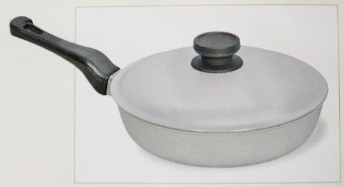Сковорода с крышкой 26 см ровное дно алюминий Биол А263