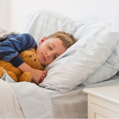 нас вакансий, ребенок засыпает пряча голову Рабочего