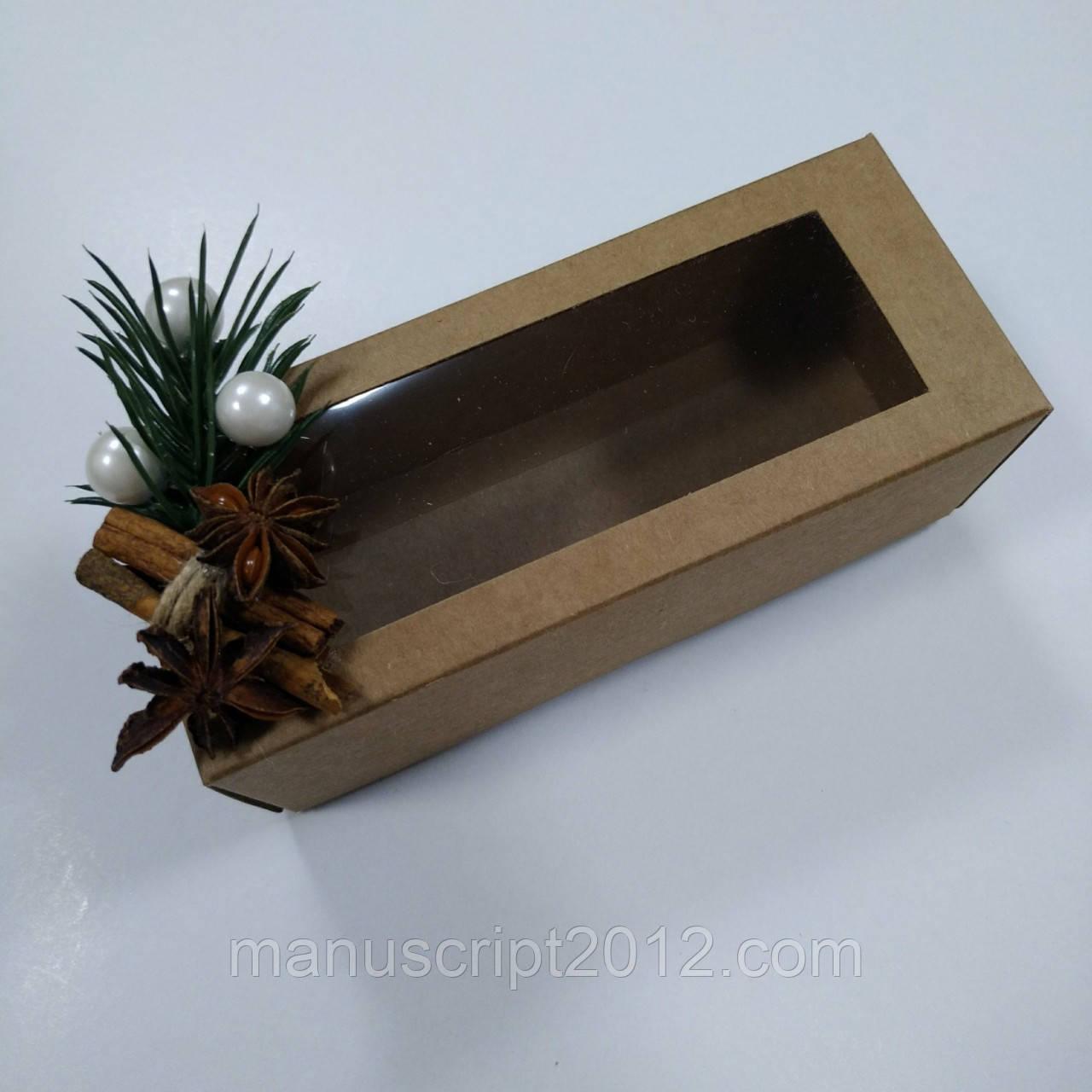 Коробка   крафт с окном и новогодним декором