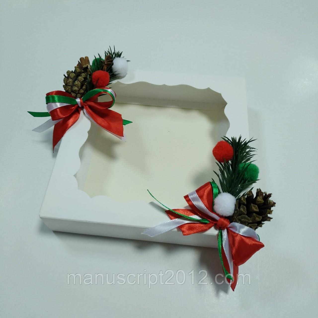 Коробка белая для подарков 160х160х35 мм с новогодним декором