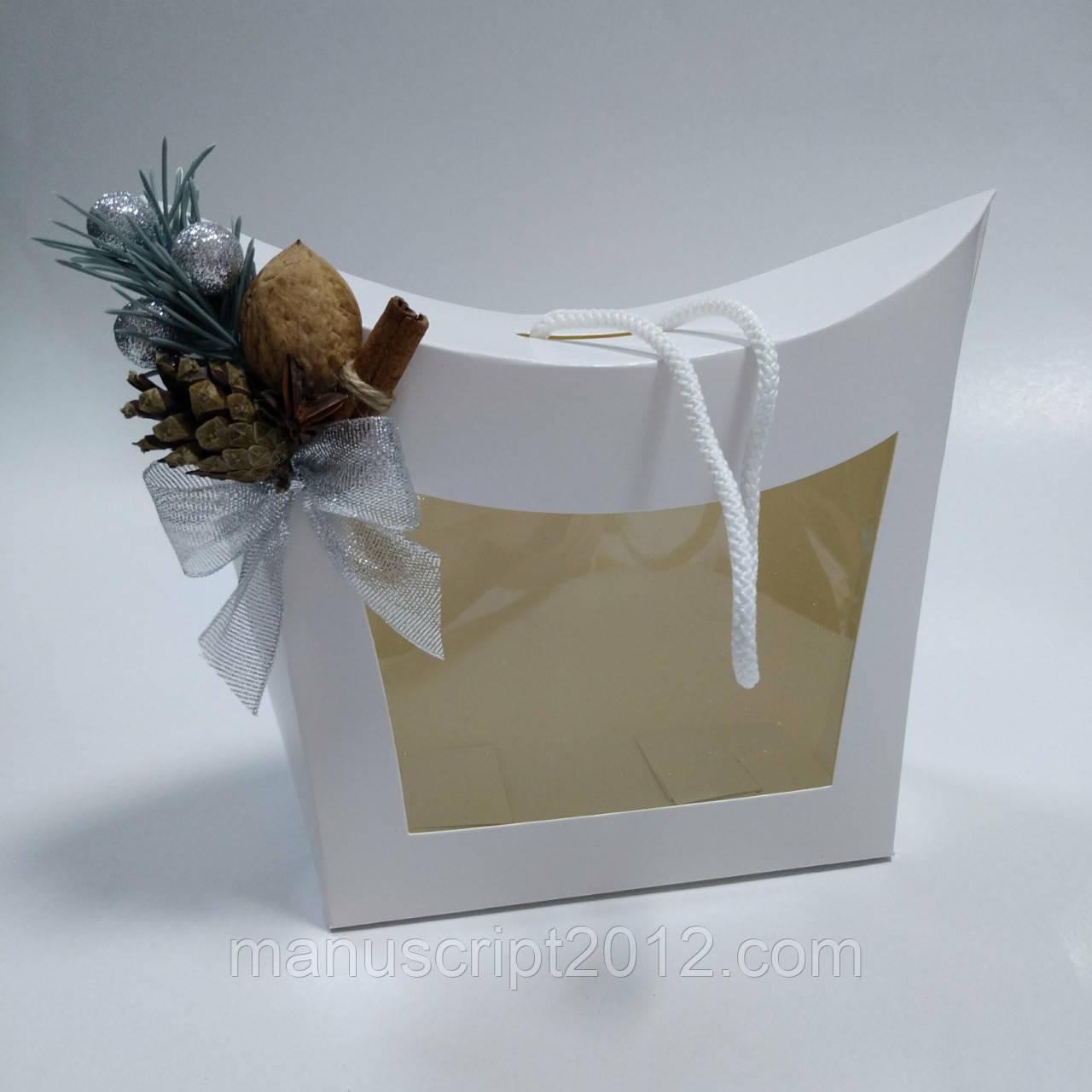 Коробка подарочная с окном и новогодним декором