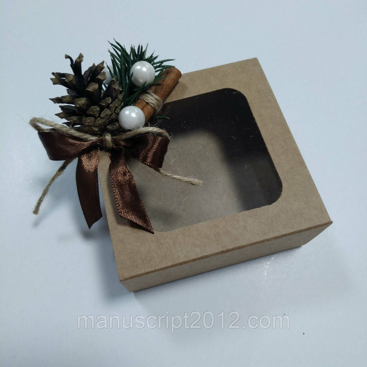 Коробка крафт с новогодним декором 90х90х35 мм