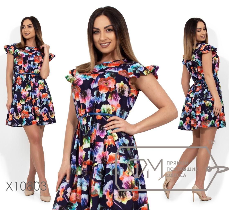 Короткое платье с цветочным принтом, рукавами-крылышками, поясом по отрезной талии и широким воланом по подолу X10803