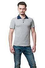 Мужская футболка-поло классического кроя, изюминкой модели являются отложной воротник и пуговки темно-синего цвета, меланж